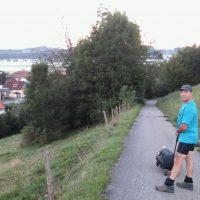 Markus Frommlet wandert bei Friesenhofen bei der ersten Umrundung Baden-Württembergs