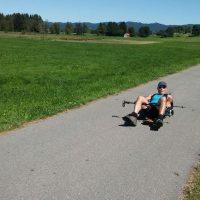Markus Frommlet bei der Longboardabfahrt im Sitzen bei der ersten Umrdungung Baden-Württembergs