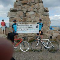 Ute Jansen und Markus Frommlet mit Rennrad auf dem Feldberg