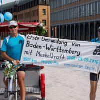 Ute Jansen und Markus Frommlet mit Fahrradrikscha zum Ziel Karlsruhe