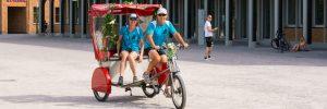 mit Fahrradrikscha zum Schloss Karlsuhe