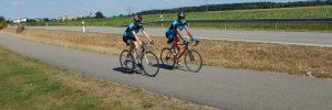 Rennrad rheinabwärts bei Rust